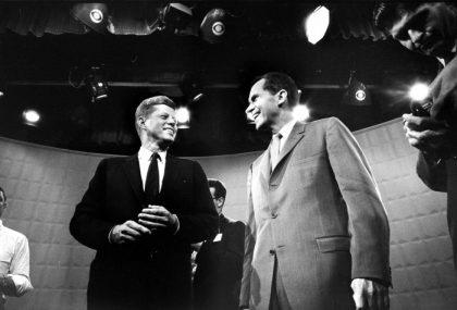 איך שינתה הטלביזיה את הפוליטיקה לטובתם של פוליטקיאים חתיכים?